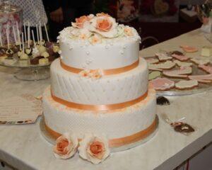 Hochzeitstorte mit Spitze